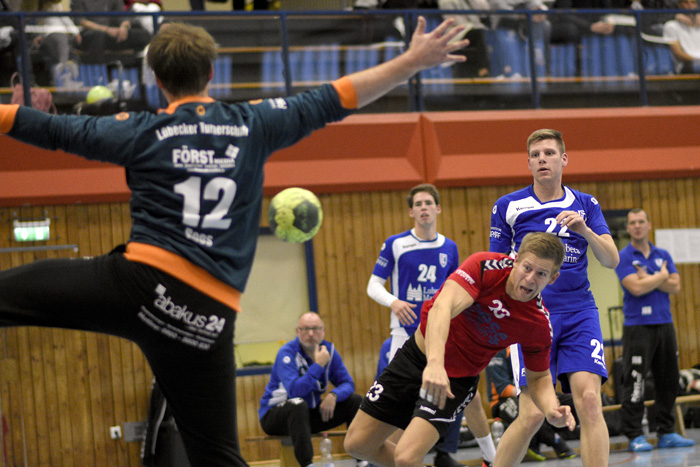 ;SG BORDESHOLM/BRÜGGE 1.HERREN-LÜBECKER TS_HANDBALL am 21.10.2018 in Bordesholm,(Langenheisch 27),Hans-Brüggemann-Schule,Photo: Michael Slogsnat.