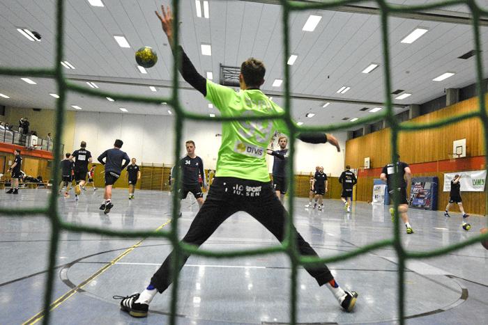 ;HANBALL SGBB 1.HERREN - HSG TILLS LÖWEN am 17.11.2018 in Bordesholm,(Langenheisch 27),Hans-Brüggemann-Schule,Photo: Michael Slogsnat.
