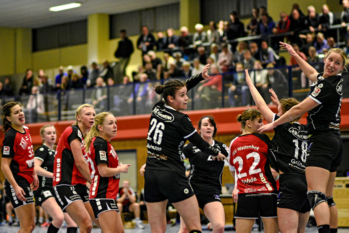 ; HANDBALL 3.BUNDESLIGA FRAUEN TSV WATTENBEK - SV HENSTEDT-ULZBURG am 24.11.2018 in Bordesholm,( Langenheisch 27–29),,Photo: Michael Slogsnat, Bordesholm.