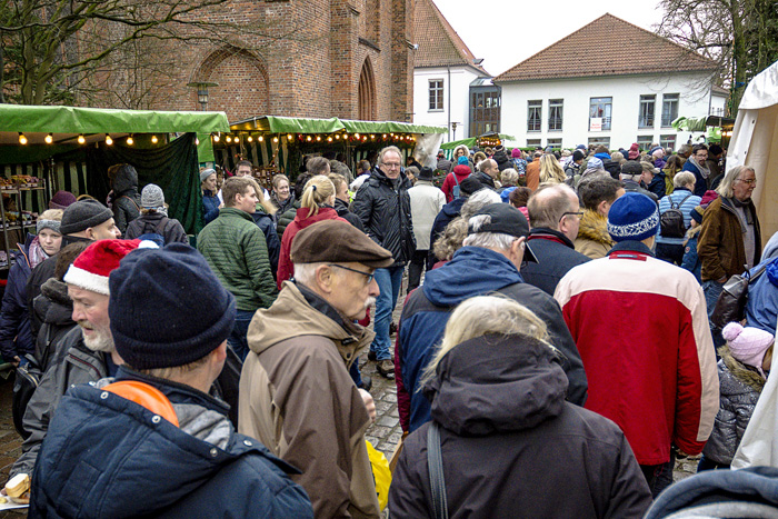 ; Weihnachtsmarkt auf dem Lindenplatz am 09.12.2018 in Bordesholm,(Lindenplatz),,Photo: Michael Slogsnat, Bordesholm.