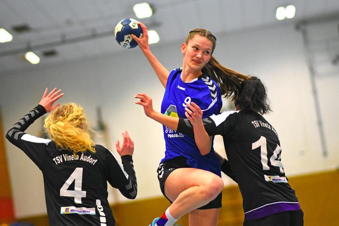 SGBB Spielerin Milena Sophia Bustorf #9 setzt zum Wurf an; SGBB 2. Frauen - TSV Vineta Audorf am 03.02.2019 in Bordesholm,(Langenheisch 27Ð29),Hans-BrŸggemann-Schule,Photo: Michael Slogsnat, Bordesholm.
