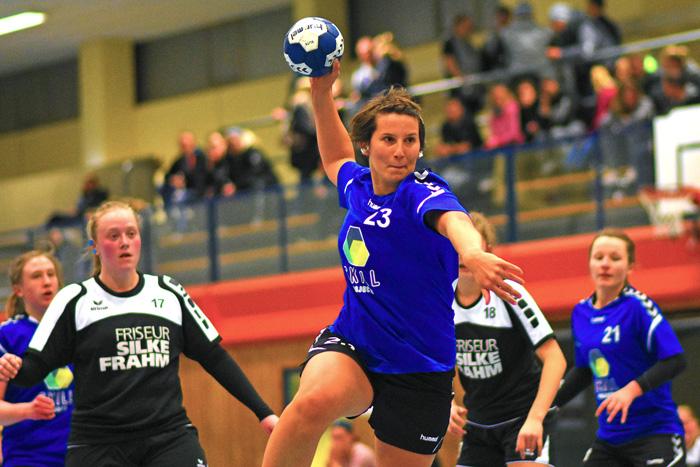 SGBB Spielerin SŸnje Purrucker #23 erzielt einen Treffer; SGBB 2. Frauen - TSV Vineta Audorf am 03.02.2019 in Bordesholm,(Langenheisch 27Ð29),Hans-BrŸggemann-Schule,Photo: Michael Slogsnat, Bordesholm.