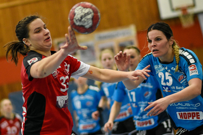 RŸckraumspielerin Hannah Pauli (TSV Wattenbek #33). TSV WATTENBEK - HSG J…RL DE VI…L am 17.03.2019 in Bordesholm, Langenheisch 27Ð29, Hans-BrŸggemann-Schule, Photo: Michael Slogsnat, Bordesholm.