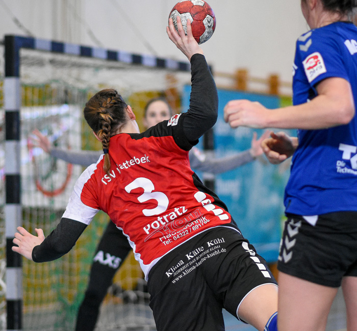 KreislŠäuferin Tanja Potratz (TSV Wattenbek #3) setzt sich durch. TSV WATTENBEK - HG OWSCHLAG-KROPP-TETENHUSEN am 31.03.2019 in Bordesholm, Langenheisch 27Ð29, Hans-BrŸggemann-Schule, Photo: Michael Slogsnat, Bordesholm.
