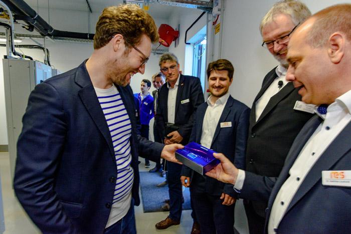 . VBB_ Einweihung des Batteriespeicher am 24.04.2019 in Bordesholm, Bahnhofstraße 13, Versorgungsbetriebe Bordesholm GmbH, Photo: Michael Slogsnat, Bordesholm.