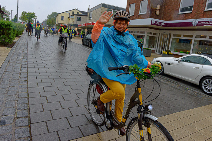 . LANDFRAUEN-STERNFAHRT-START am 26.05.2019 in Bordesholm, Bahnhofstrasse 46, , Photo: Michael Slogsnat, Bordesholm.