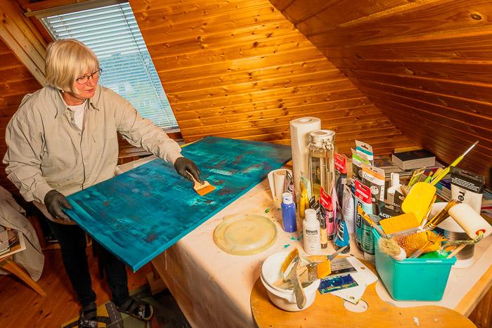 . Malerin Ilona Kazmirowicz-Grzunka am 18.05.2020 in Wattenbek, Lilienweg 2, , Photo: Michael Slogsnat, Bordesholm.