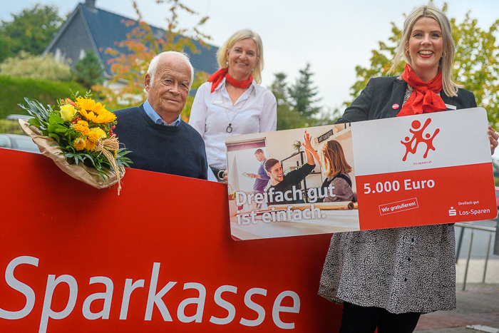 . Sparkasse Los Sparen Gewinner am 02.10.2020 in Bordesholm, Bahnhofstraße 43 - 47, , Photo: Michael Slogsnat, Bordesholm.