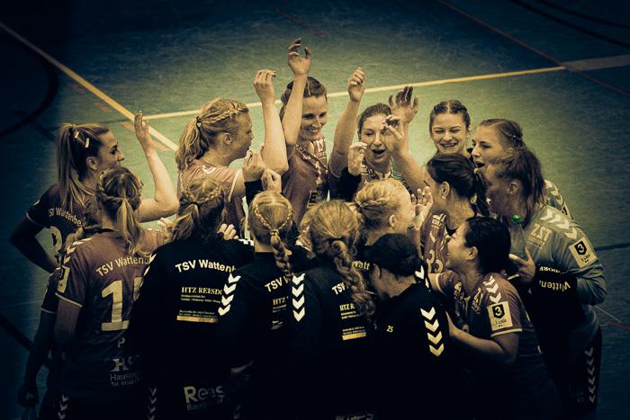 . TSV Wattenbek - Grün-Weiß Schwerin am 17.10.2020 in Bordesholm, Langenheisch 27–29, Hans-Brüggemann-Schule, Photo: Michael Slogsnat, Bordesholm.