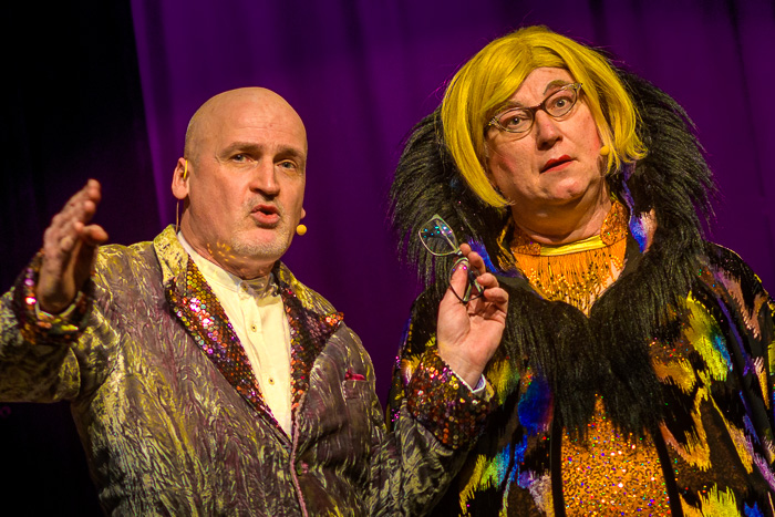 Für eine Dankeschön Veranstaltung der VBB traten das Comedy Duo Emmi + Willnowsky im Bordesholmer Savoy auf. VBB - Emmi + Willnowsky am 23.04.2021 in Bordesholm, Schulstrasse 7, Savoy Kino Bordesholm, Photo: Michael Slogsnat, Bordesholm.