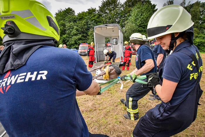 . FFB_Übung technischen Großtierrettung am 14.08.2021 in Bordesholm, L318, Veranstaltungsplatz, Photo: Michael Slogsnat, Bordesholm.